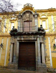 Puerta Facultad Filosofía y Letras