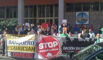 miembros-stop-desahucios-ayuntamiento-cordoba_ediima20141029_0506_5