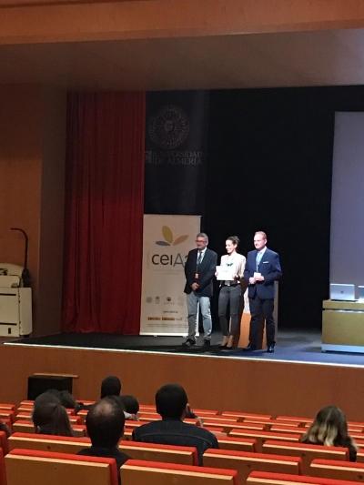 La investigadora de la UCO Aida García recibe el premio del I Congreso de Jóvenes Investigadores en Ciencias Agroalimentarias