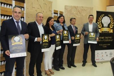 Autoridades asistentes a la presentación, con el cartel del certamen.
