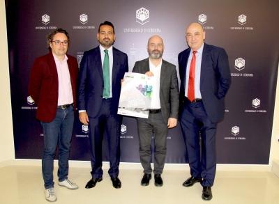 De izquierda a derecha, Antonio Rojas, Antonio Romero, Luis Medina y Diego Medina con el cartel anunciador del congreso.