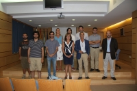 Estudiantes y autoridades antes del inicio de la presentación de los proyectos