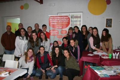 Tomás de Haro y Juan Antonio Moriana, acompañados de miembros del equipo de Gobierno de la Facultad, personal del Área de Cooperación y Solidaridad, y alumnos el Grado de Educación Social.
