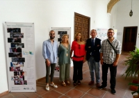 De izq. a derecha: la delegada de Farmamundi en Córdoba, Carmen Guisado, la vicerrectora de Vida Universitaria y Responsabilidad Social, Rosario Mérida y el decano de la Facultad, Ricardo Córdoba