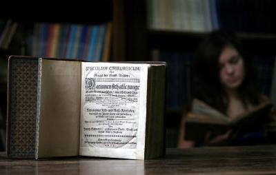 Antiguo texto de medicina escrito por Joseph Schmiden en 1675