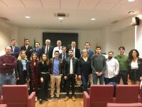 Foto de familia de autoridades y alumnos