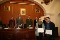 Los premiados, junto al jurado y las autoridades presentes en la entrega
