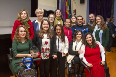 Rosario Mérida y Esperanza Jaqueti junto a los premiados