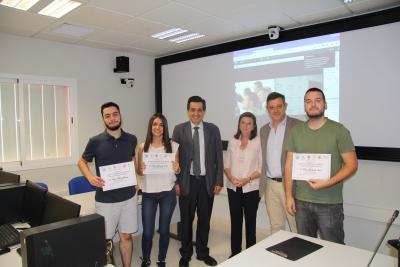 Manuel Blázquez, Agustina Gómez y Álvaro Martínez junto a los alumnos del máster