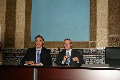 José Carlos Gómez Villamandos y Carlos Márquez durante la inauguración
