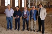 Foto de autoridades en las instalaciones de las Caballerizas Reales de Córdoba