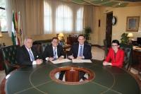 Representantes de la UCO y Ecotec firman el convenio