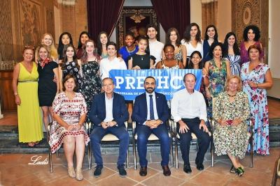 Foto de familia de los alumnos PRESHCO junto a las autoridades