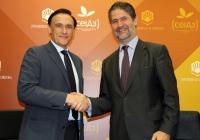 De izquierda a derecha, José Carlos Gómez Villamandos y Ángel María Cañadilla, tras la firma del acuerdo