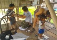 Investigadores de la UCO trabajando en Iquitos