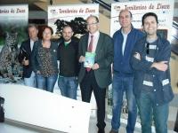 El vicerrector de Coordinación institucional e Infraestructuras, Antonio Cubero (en el centro), junto con otras autoridades y organizadores de la Semana Verde.
