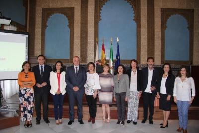 Autoridades y ponentes al inicio del foro celebrado en la Sala Mudéjar del Rectorado