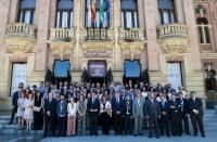 Foto de familia de autoridades y cargos académicos.