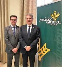 José Luis Vega-Leal Segado, representante de la Fundación Caja Rural del Sur en Córdoba, y el vicerrector de Planificación Académica y Prospectiva, Lorenzo Salas Morera.