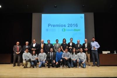 Fotografía de familia de la entrega de los premios de Cátedra Bayer Crop Science