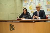 De izquierda a derecha, Dolores Amo y Rafael Linares en la presentación de la actividad