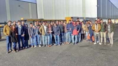 Estudiantes durante la visita a Hiansa