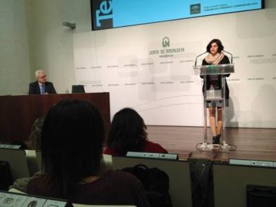Esther Cuadrado, del Departamento de Psicología de la Universidad de Córdoba, durante el acto de entrega del XI Premio a la Mejor Tesis Doctoral 2015 de la Fundación Pública Centro de Estudios Andaluces