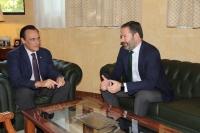De izquierda a derecha, José Carlos Gómez Villamandos y Adolfo Molina, durante el encuentro mantenido en el Rectorado.