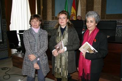De izqda. a dcha,, Mercedes Osuna, Charo Mérida y Charo Altable