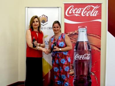 De izquierda a derecha, Rosario Mérida Serrano y Beatriz Codes, tras la firma del acuerdo.