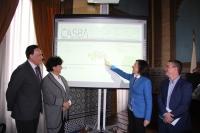 José Carlos Gómez Villamandos y Rosa Aguilar con los responsables de la puesta en marcha del nuevo catálogo