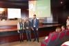 El vicerrector de Coordinación, en el centro, junto a la presidenta de la Fundación García Cugat y el vicedecano de Estudiantes y Relaciones Internacionales de la Facultad de Veterinaria