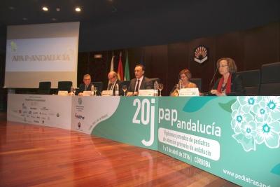 El rector de la Universidad de Córdoba da la bienvenida a los asistentes a las jornadas