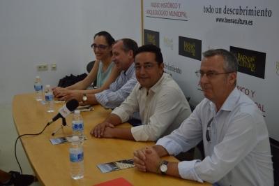 Autoridades asistentes a la inauguración del curso de Arqueología