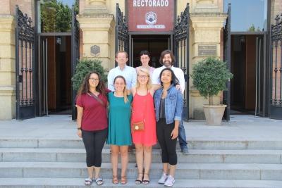 Nuria Magaldi Mendaña, Ignacio Jimena, Guillermo Molina Recio con las 4 estudiantes de Enfermería de la VCU