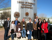 En la foto, el grupo de profesores de los Centros participantes de Córdoba y provincia junto al Coordinador de las jornadas y el Decano.