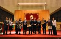 El rector de la UCO, José Carlos Gómez Villamandos y el presidente del Consejo Social, Francisco Luis Córdoba, junto a los premiados