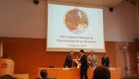 Momento de la entrega del premio a Antonio Valero