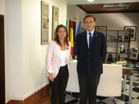 La delegada del Gobierno, Isabel Ambrosio, y el rector de la UCO, José  Carlos Gómez Villamandos,  en la reunión.