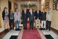 Foto de representantes de las dos instituciones antes de la firma del convenio.