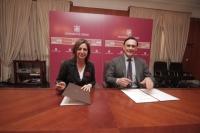 Isabel Ambrosio y José Carlos Gómez Villamandos, en la firma del acuerdo