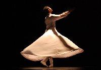 La danza contemporánea de 'Girovago' llena el Teatro Cómico Principal