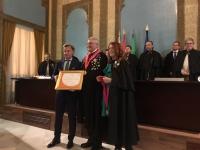 Rafael Jordano recoge la distinción concedida a la Cátedra de Gastronomía por la Cofradía del Salmorejo Cordobés