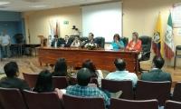 El rector, en el centro, en uno de los actos celebrados durante su visita a las universidades de la provincia ecuatoriana de de Manabí
