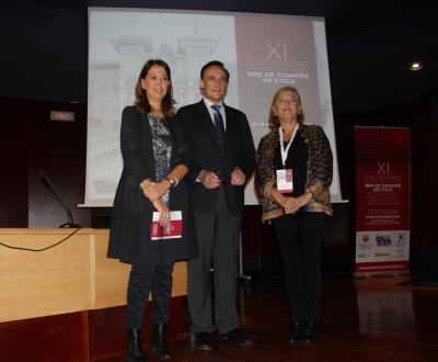 De izqda. a dcha. Rosario Moyano, José Carlos Gómez Villamandos y María Casado