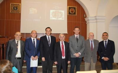 Un momento de la presentación del libro de homenaje a Ángel Urbano, en el Aula Magna de la Facultad de Filosofía y Letras
