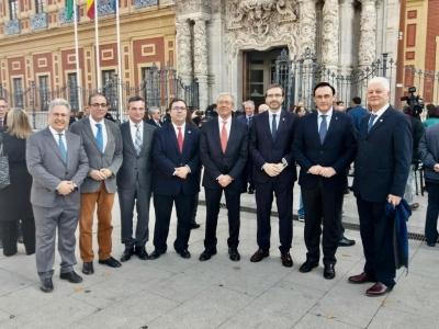 Foto de familia del nuevo consejero con rectores de las Universidades andaluzas.