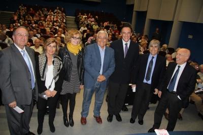 Foto de familia de autoridades asistentes a la inauguración del nuevo curso de la Cátedra de Flamencología