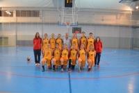 Equipo de baloncesto femenino antes del incio de la final