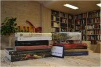 La UNE expone al público las 109 obras que optan a los Premios Nacionales de Edición Universitaria 2014